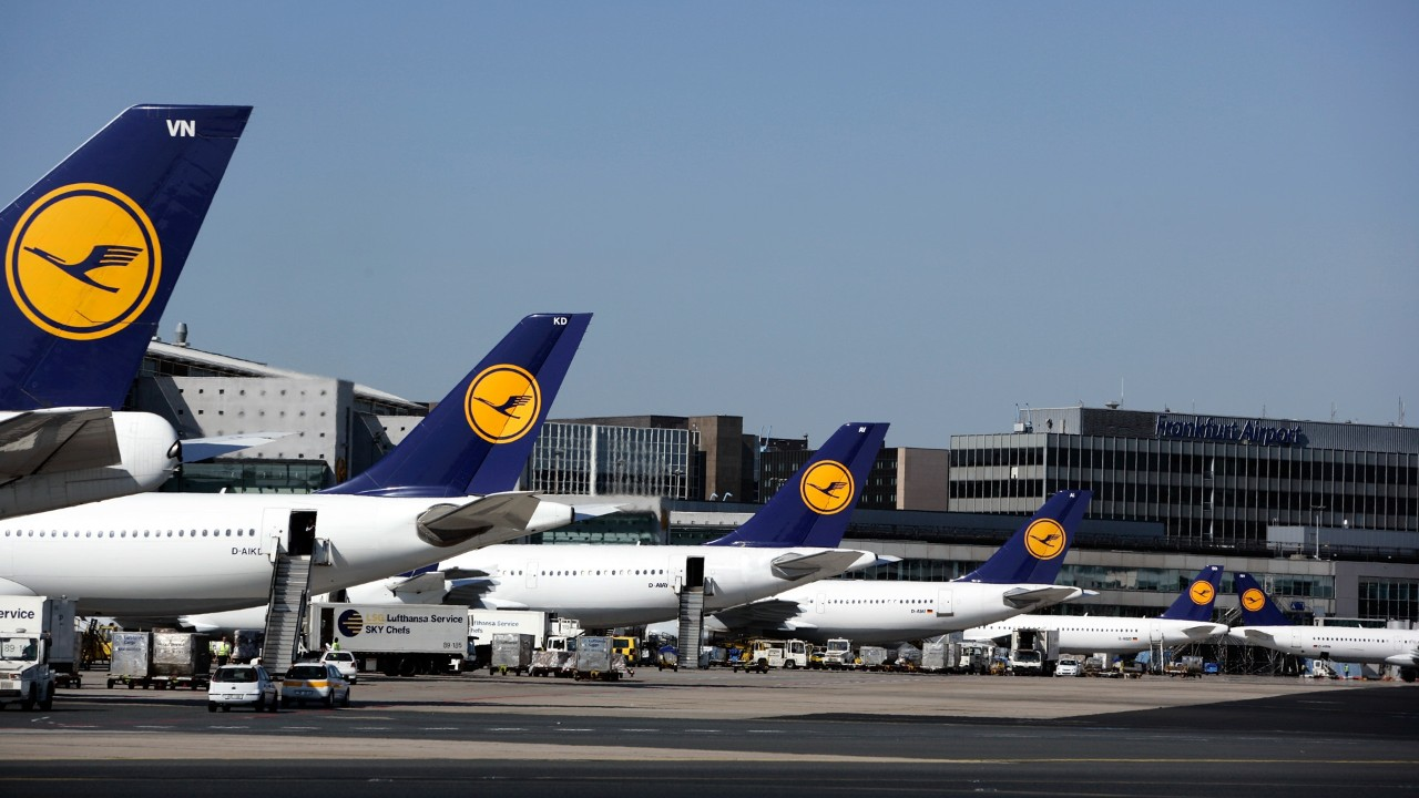 Bundes: Hundreds of flights cancelled due to public sector strike