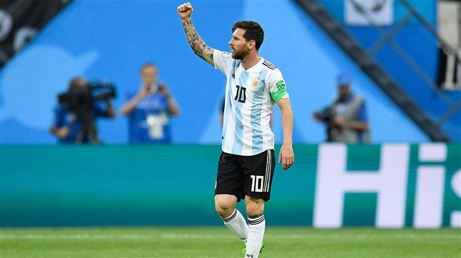 Argentina strikes late to advance to World Cup knockout stage