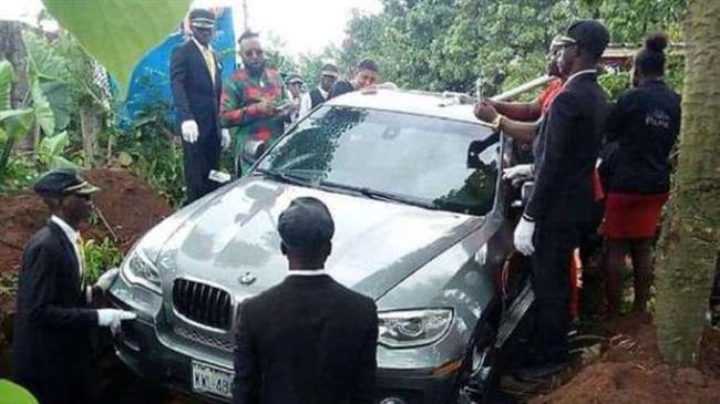 Nigeria: Man buries deceased father in brand-new BMW