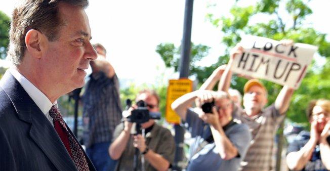 Ex-Trump aide Manafort 'lied to FBI' in Russia probe, broke plea deal