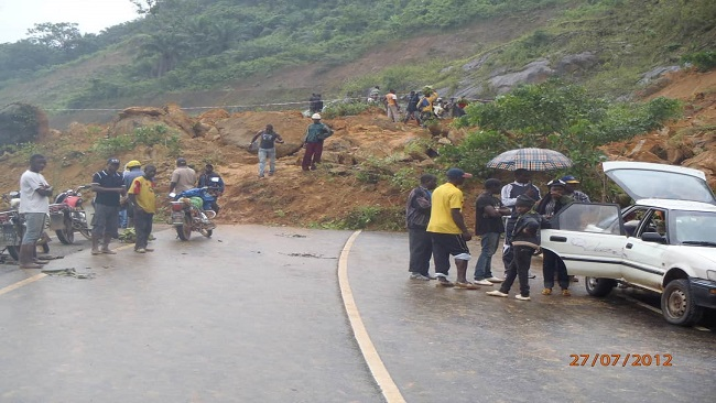 Major landslide blocks Bamenda-Mamfe road