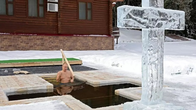 Russia: Putin takes icy plunge to mark Orthodox Epiphany