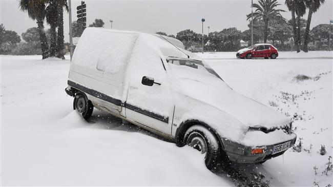 Cold snap paralyzes Europe, more die