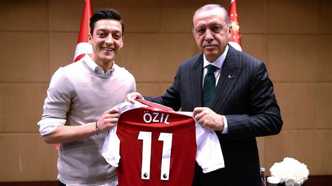 FIFA World Cup: Turks in Berlin protest 'unfair' media coverage in Ozil case