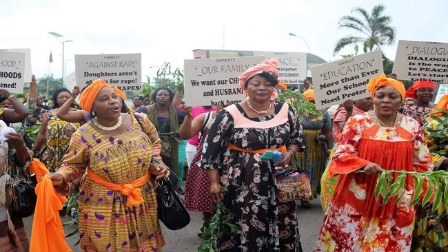 Southern Cameroons War: Women protest abuses