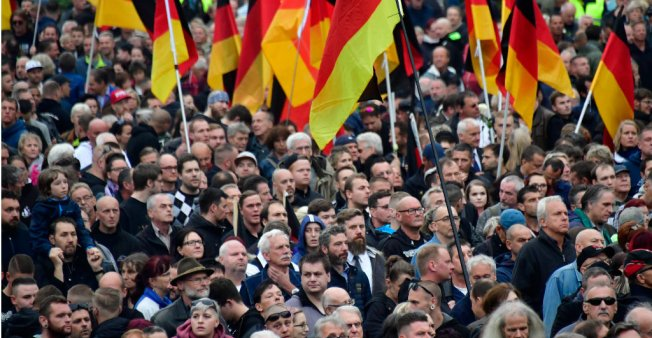 Thousands join rival migrant protests in Germany's Chemnitz