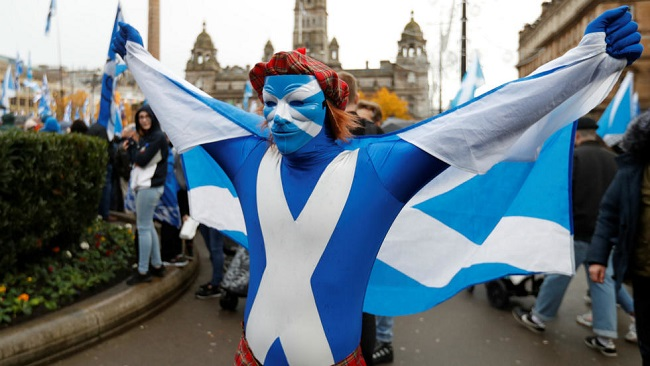 UK: Thousands of Scots rally for independence