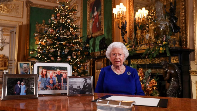 UK: Queen admits 'bumpy' year in Christmas message