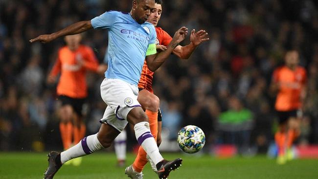 Football: Fernandinho signs year-long Man City extension
