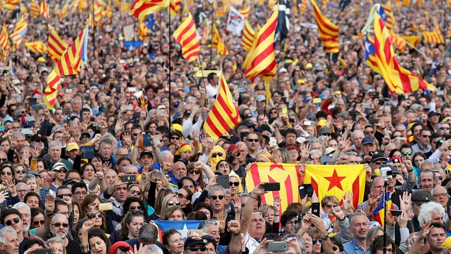 Thousands rally in France for exiled Catalan leader Puigdemont