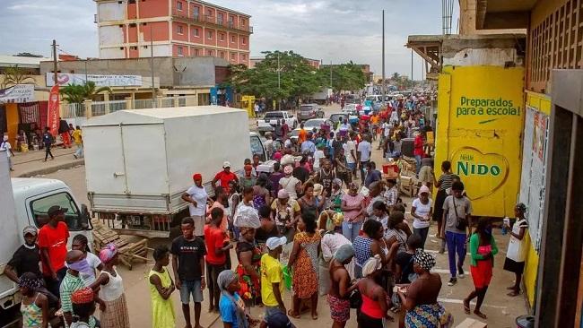 Angolans defy coronavirus lockdown saying 'Better die of this disease than starve'