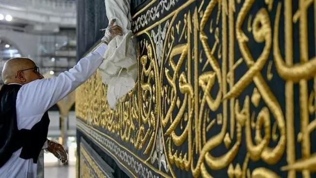 Ramadan starts amid unprecedented lockdown restrictions including Mecca and Medina mosque closings
