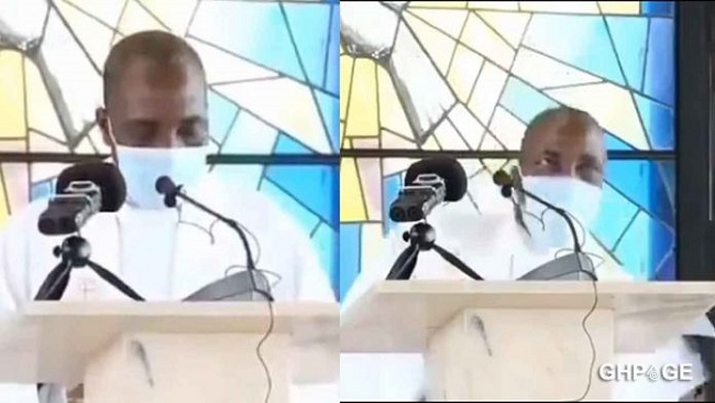 Douala: Reverend father collapses and dies while preaching during Sunday mass