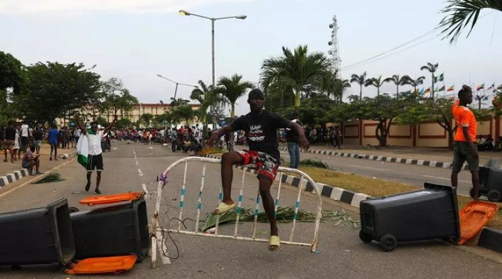 Nigeria: Protests escalate after deadly crackdown by security forces