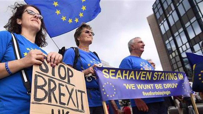 EU, UK officials concede big gaps remain in post-Brexit talks