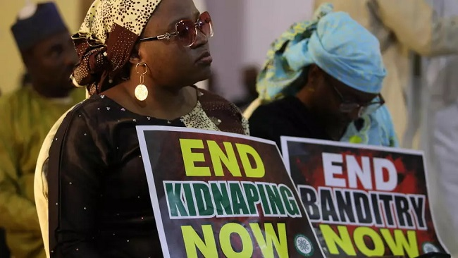More than 300 kidnapped Nigerian schoolboys handed to govt