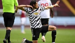Premier League: Man Utd keep Man City waiting for title with Villa victory
