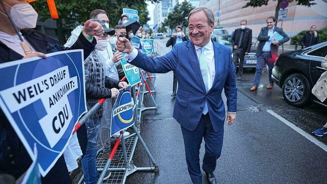 Bundes: Dr Merkel's candidate seeks to turn tide in election debate