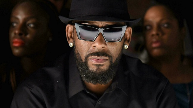 R. Kelly: Jury weighs singer's fate after grim sex crimes testimony