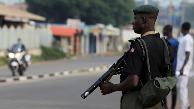 Nigeria: Gunmen kill 12 in raid on military base